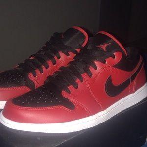 Nike Air Jordan 1 low (MEN US 10)